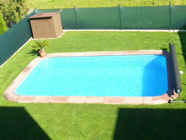 Venkovní bazén s roletou