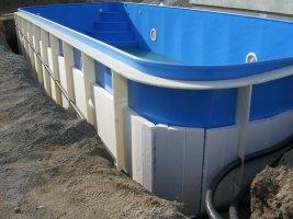 Izolace stěn plastového bazénu