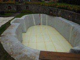 Izolace_dna bazénu položená na základovou desku