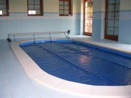 Vnitřní bazén s roletou